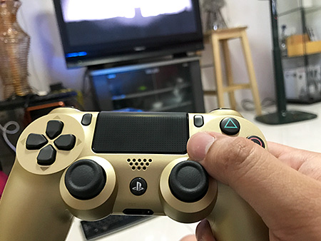 Bling DualShock 4 where shoryukens and god fists will be hailed form